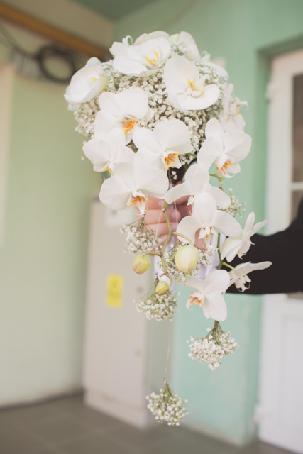 White cascade bride bouquet…